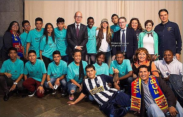 🎒 Shakira & son frère Tonino sont allés « Chercher Sasha à l'Ecole ».  1o Mai 2o16 - Barcelone, Espagne.