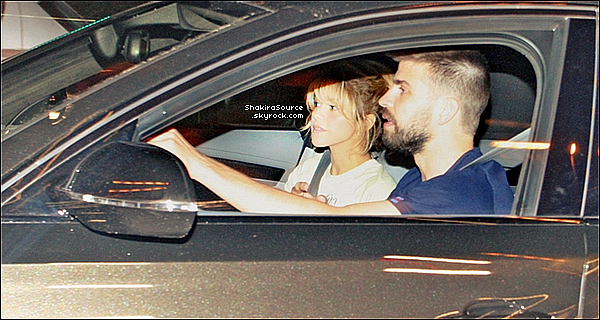 ✈️ Plus tard, Shakira est arrivée à « L'Aéroport de Barranquilla »  avec Tonino.  18 Mai 2o16 - Barranquilla, Colombie.