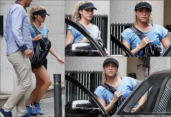 🎾 Shakira est allée à son « Cours de Tennis » . 17 Juin 2o16 - Barcelone, Espagne.