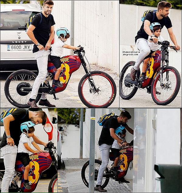 🍴 Shakira est allée « Déjeuner au Restaurant »  avec une amie. 24 Septembre 2o16 - Barcelone, Espagne.
