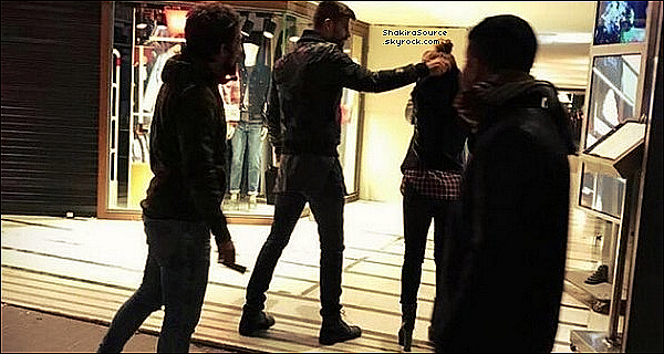 🌲 La Mère de Gérard & la Nounou ont emmenées Milan & Sasha à « Sierra de Collserola » . 14 Novembre 2o16 - Barcelone, Espagne.