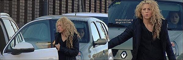 🎒 Shakira est allée « Chercher Milan à l'Ecole » . 18 Novembre 2o16 - Barcelone, Espagne.