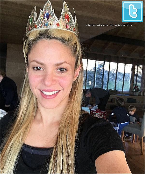 👑 Shakira a publié une photo d'elle pour « L'Épiphanie ». o6 Janvier 2o17 - Barcelone, Espagne.