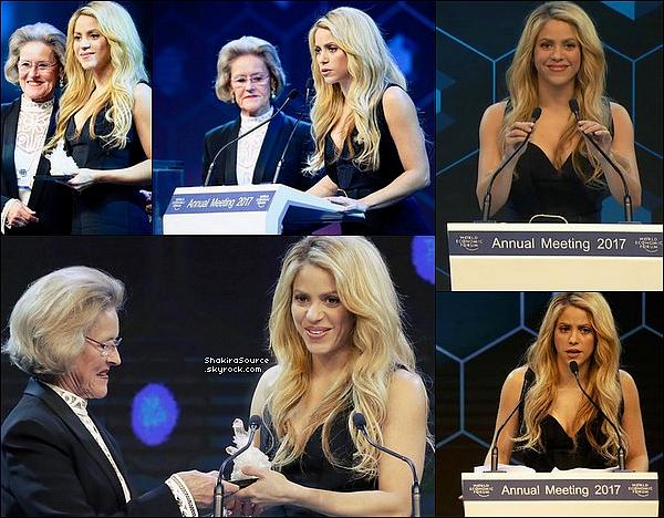 ✴️️ Shakira a reçu un Crystal Award lors du « World Economic Forum ». 16 Janvier 2o17 - Davos, Suisse.