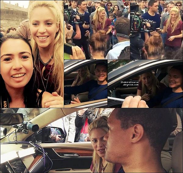 ⚽ Le soir, Shakira a été vue au « Camp Nou Stadium ». 15 Avril 2o17 - Barcelone, Espagne.