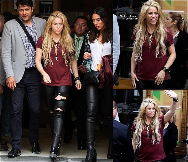 🚶 Enfin, Shakira a été vue « Quittant son Hôtel ». 16 Mai 2o17 - New-York, Etats-Unis.