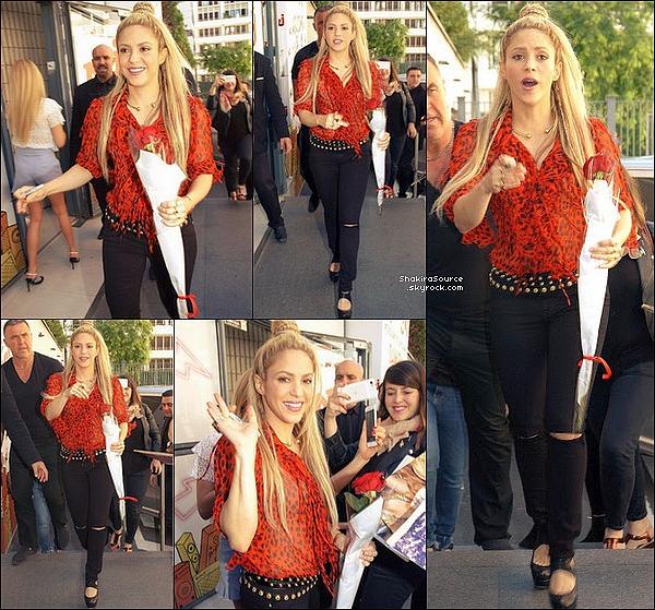 🎤 Le soir, Shakira est allée chanter sur le « Plateau de The Voice ». 1o Juin 2o17 - Paris, France.