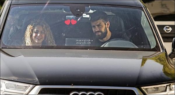 🏥 Shakira & Gérard ont été vus se rendant dans un « Centre Médical ». 29 Novembre 2o17 - Barcelone, Espagne.