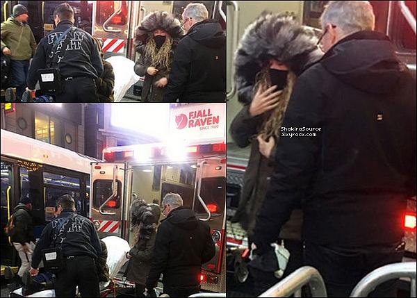 🎭 Shakira, Gérard, Joan & Montserrat ont été vus dans les « Rues de New-York » alors que celle-ci s'est faîte renversée par une voiture après qu'ils soient allés voir une représentation de la comédie musicale Aladdin au « Teatro New Amsterdam » . 28 Décembre 2o17 - New-York, Etats-Unis.