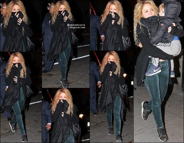 ✈️ Puis, Shakira, Gérard, Milan & Sasha ont été vus à « JFK Airport » en compagnie des parents de Shakira & de son demi-frère Tonino. 29 Décembre 2o17 - New-York, Etats-Unis.