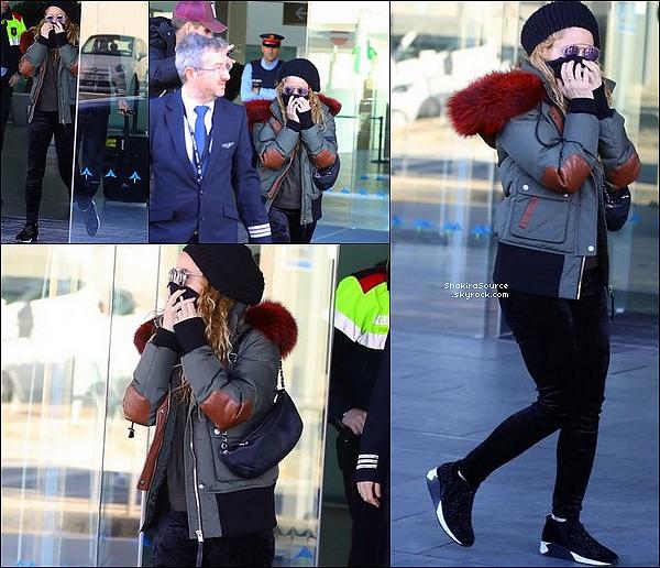 ✈️ Shakira & Gérard ont été vus à « L'Aéroport de Barcelone » de retour de Londres. 3o Janvier 2o18 - Barcelone, Espagne.