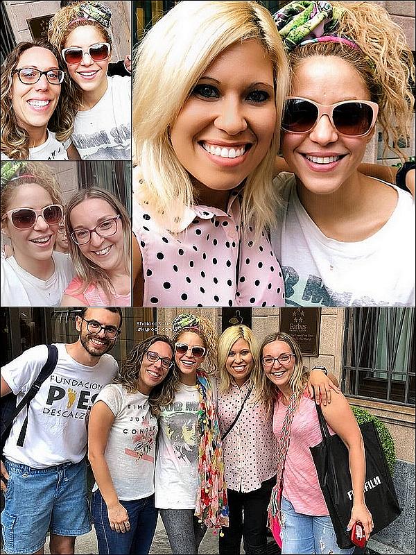 📷 Shakira a rencontré des fans à la sortie de « L'Hôtel Mandarin Oriental ». 22 Juin 2o18 - Milan, Italie.
