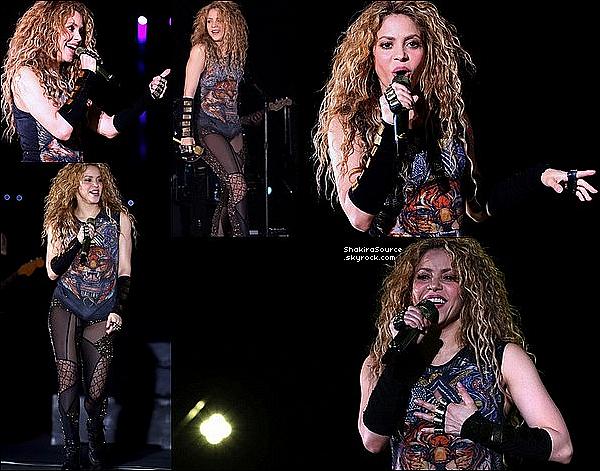 ✈️ Shakira a été vue à « L'Aeropuerto Internacional Beirut ». 14 Juillet 2o18 - Beyrouth, Liban.