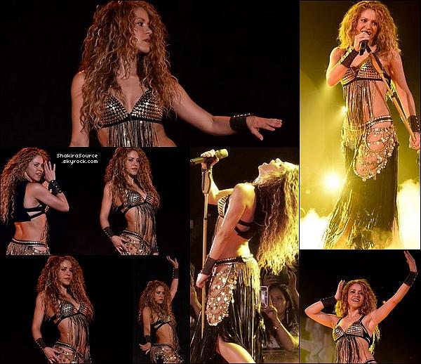 🚶 Shakira a été vue dans les « Rues de Chicago ». o4 Août 2o18 - Chicago, Etats-Unis.