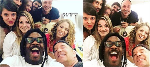 ✈️ Shakira & son équipe « En Avion » après le concert. o1 Septembre - Las Vegas, Etats-Unis.