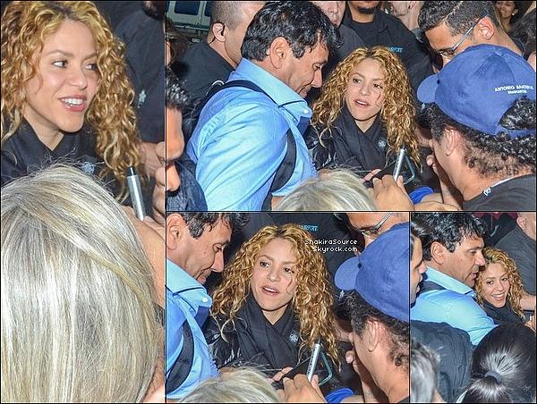 ✈️ Vers 2hoo du matin, Shakira est arrivée à « L'Aéroport Jorge Newbery ». 24 Octobre 2o18 - Buenos Aires - Argentine.