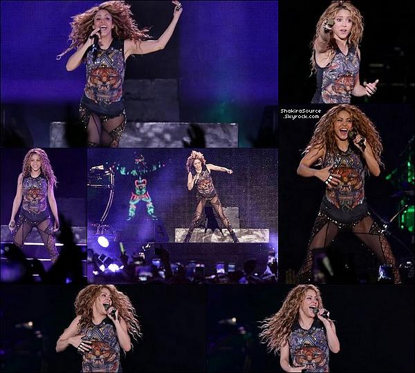 🎉 Le soir, pour fêter la fin de sa tournée, Shakira est allée faire la fête avec ses amis, son équipe au « Gaira Café ». Endroit qui appartient à Carlos Vives, avec qui elle a fait un duo sur la chanson « La Bicicleta ». o3 Novembre 2o18 - Bogota, Colombie.