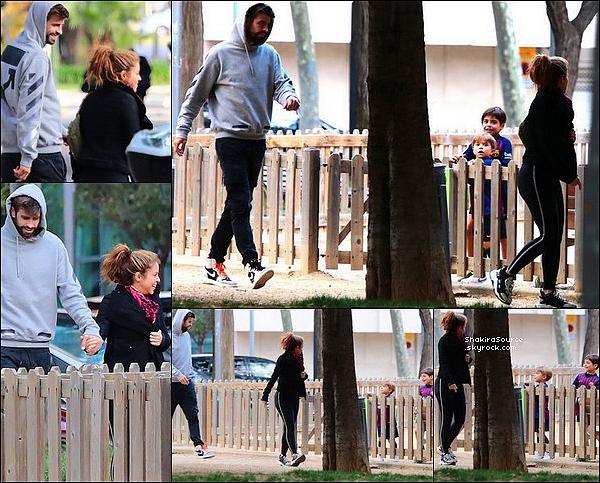 📷 Shakira a été vue avec une coatch du « Gym Metropolitan Sagrada Familia ». 23 Mai 2o19 - Barcelone, Espagne.