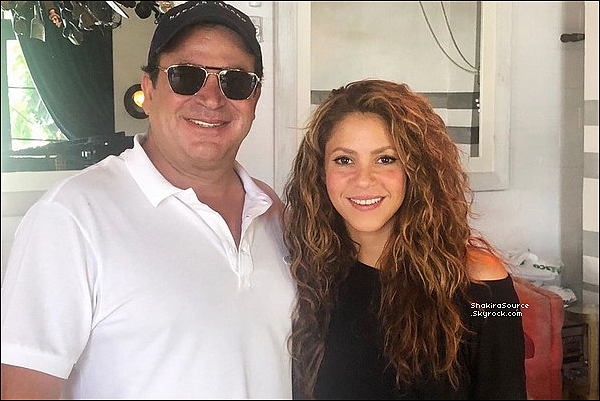🍴 Shakira est allée déjeuner au « Seaspice Restaurant ». 21 Juillet 2o19 - Miami - Etats-Unis.