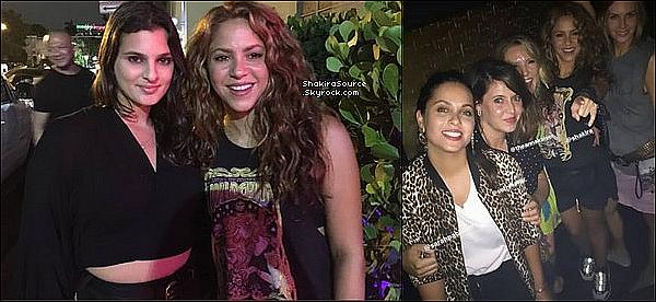 🚶 Shakira a été vue dans les « Rues de Barcelone ». 23 Août 2o19 - Barcelone - Espagne.