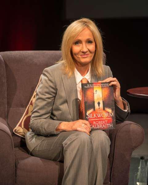 """J.K. Rowling : """"Comoran Strike aura droit à plus de livres qu'Harry Potter"""""""