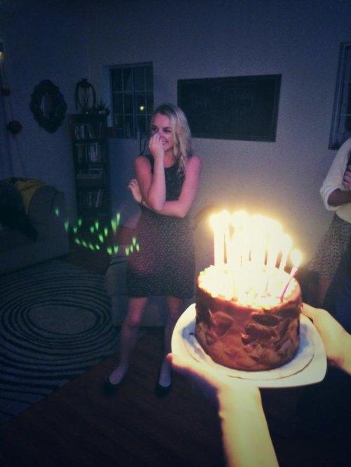 La fête surprise d'Evanna Lynch pour son anniversaire