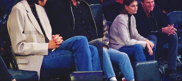 28/10/19 - Kaia G. a été photographiée avec son papa à un match de basket situé à New-York !