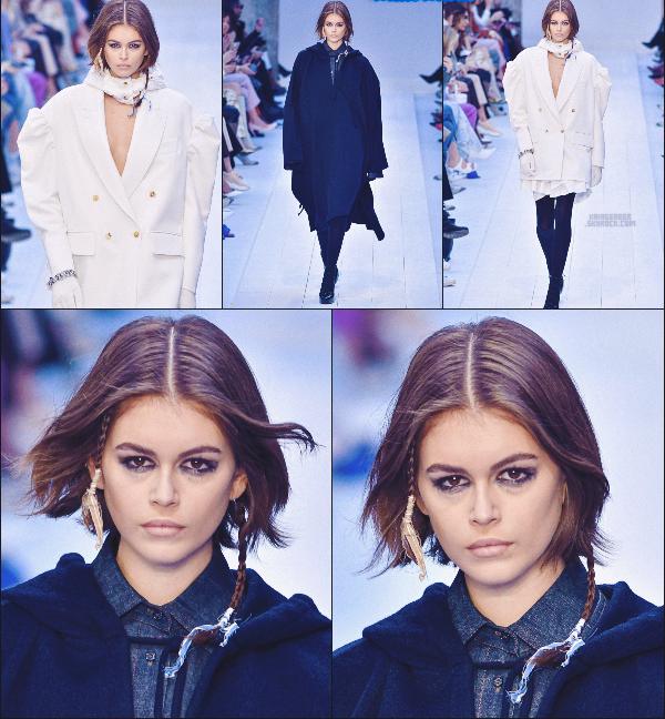 - Kaia Gerber défilait pour la marque Max Mara à la Fashion Week de Milan, Italie. -