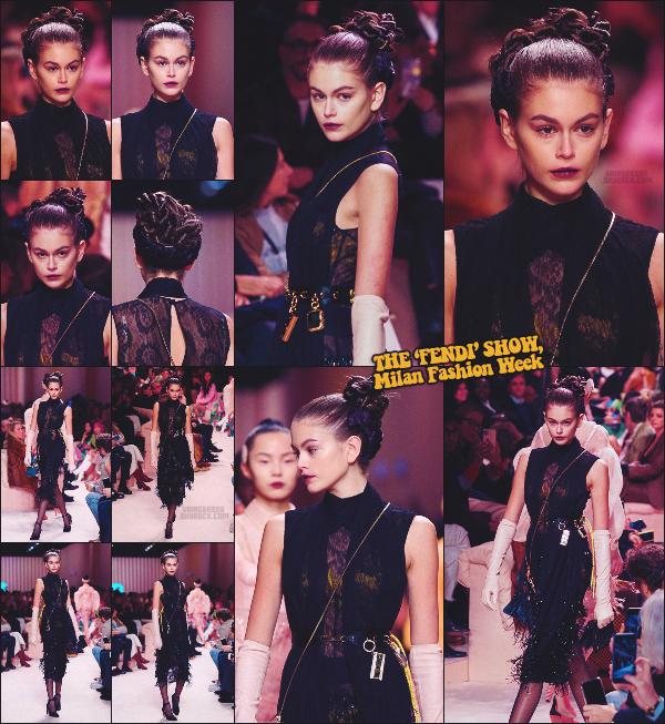 - Kaia Gerber défilait pour la célèbre marque FENDI à la Fashion Week de Milan, Italie. -