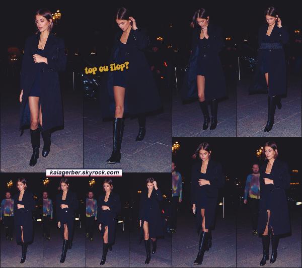 29/02/20 -C'est dans la soirée que Kaia Gerber a été photographiée par les papz sortant d'un restaurant Parisien ! LET'S GO POUR LA FASHION WEEK DE PARIS POUR KAIA ! Que pensez-vous de la tenue de Kaia - un TOP ou un FLOP? ••