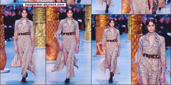 - Miss Kaia Gerber défilait pour la marque CHLOE à la Fashion Week de Paris, France. -