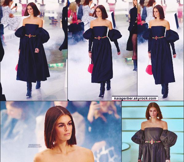 - Kaia Gerber défilait pour la célèbre marque CHANEL à la Fashion Week de Paris, FR. -