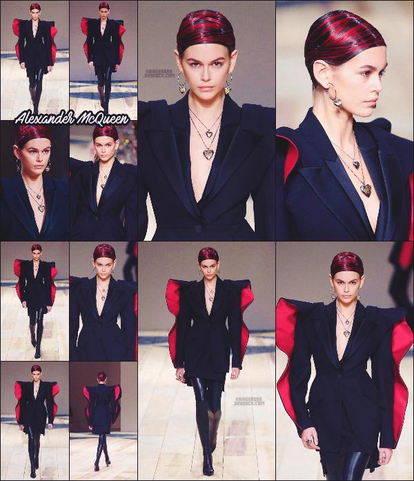 - Kaia G. défilait pour la marque Alexander McQueen à la Fashion Week de Paris, FR. -