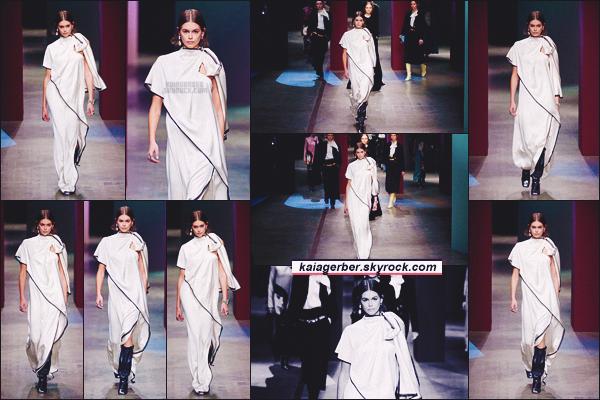 - Kaia Gerber défilait pour la marque PORTS 1961 à la Fashion Week de Paris, FR. -