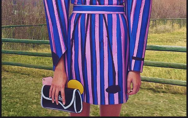 -  MOSCHINO ●- Découvrez un cliché de la sublime  Kaia Gerber  tiré de la collection printemps / été 2020 -