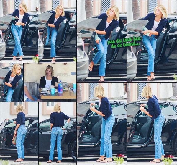 22/06/20 -Kaia Gerber a été photographiée sortant de sa voiture, direction un resto Californien, LOS ANGELES  ! Elle portait une tenue simple & cosy, pas d'avis ! Je n'arrive toujours pas à m'habituer à la nouvelle couleur de K.G. ••