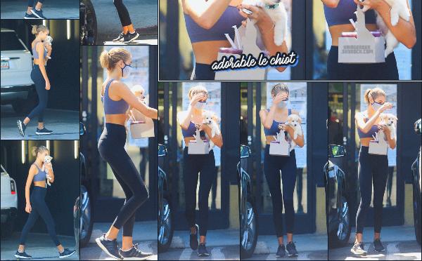 21/07/20 -Kaia G. a été photographiée sortant d'un magasin de nourriture après sa séance de sport - Los Angeles  ! C'est la routine pour le mannequin de se rendre dans ce magasin après chaque séance de sport. Pas d'avis sur la tenue ••