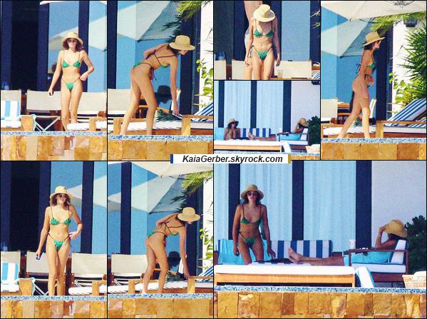 19/09/20 - Kaia Gerber a été photographiée avec Jacob Elordi en petites vacances à Los Cabos !