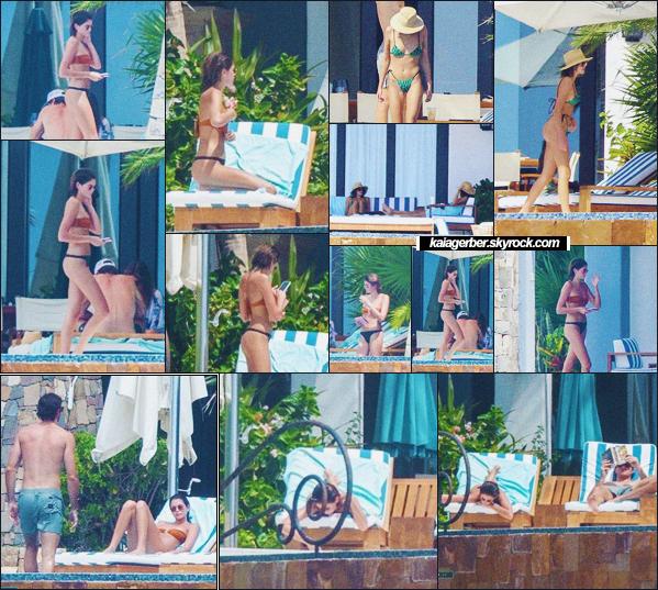 21/09/20 - Kaia Gerber a été photographiée avec Jacob Elordi en petites vacances à Los Cabos !