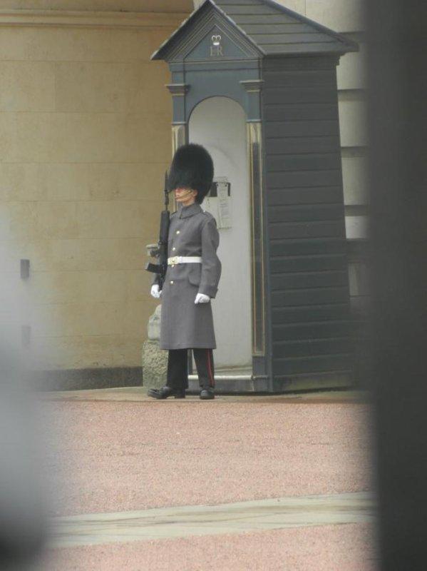 Combien gagne mon garde du Buckingham Palace.