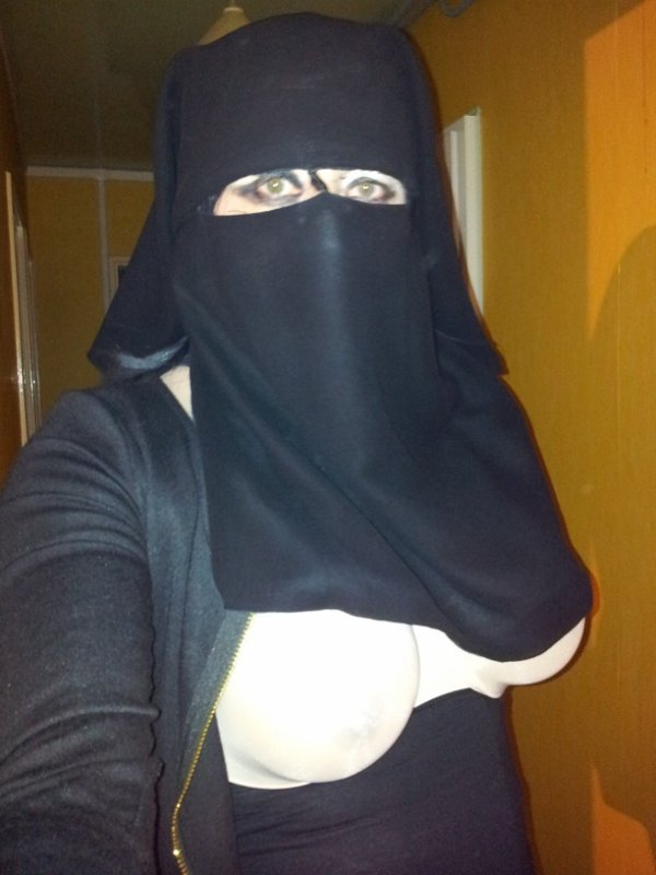 regard de musulmane voilée