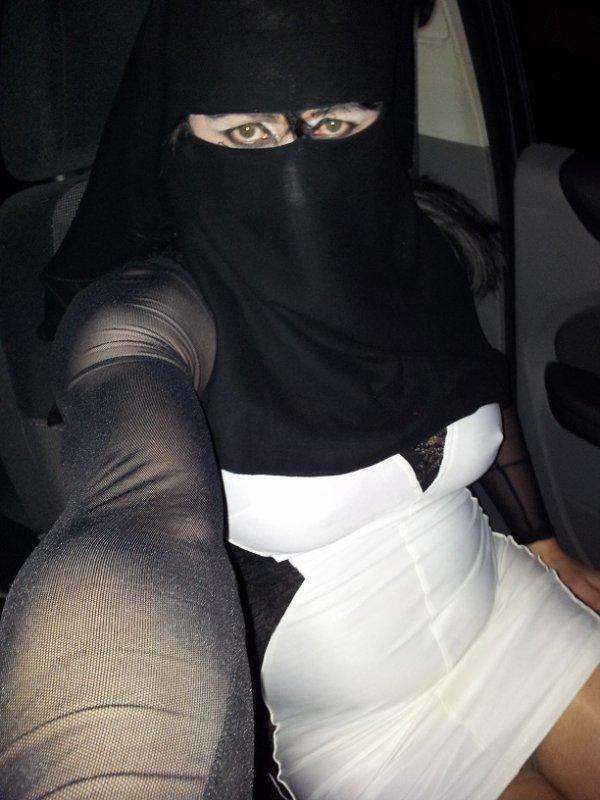 en voiture en niqab