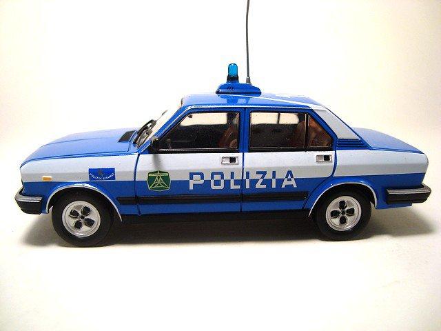1/43 fiat 132 2.0 polizia