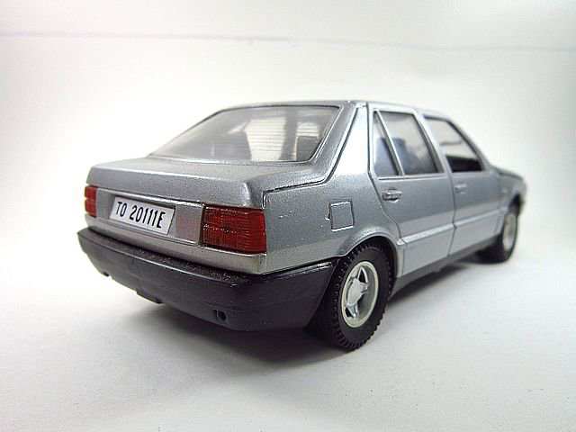 1/24  fiat croma 1989