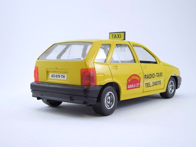 1:24  fiat tipo taxi
