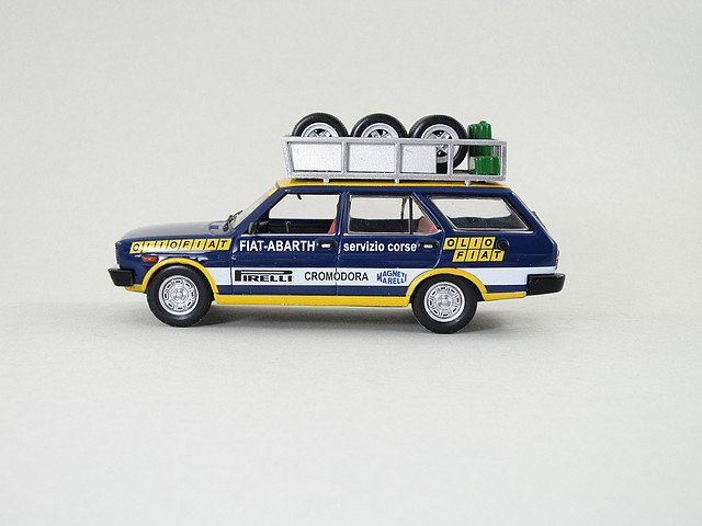 1/43 fiat 131 panorama 1975 (assistenza team olio fiat)