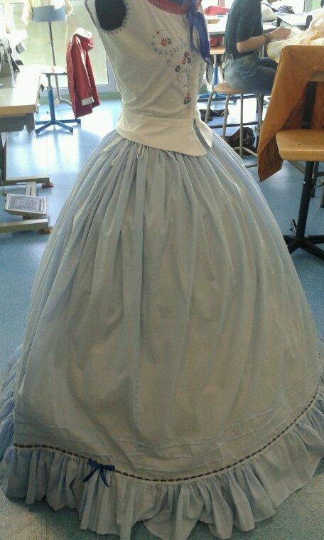 Costume- jupon sur crinoline