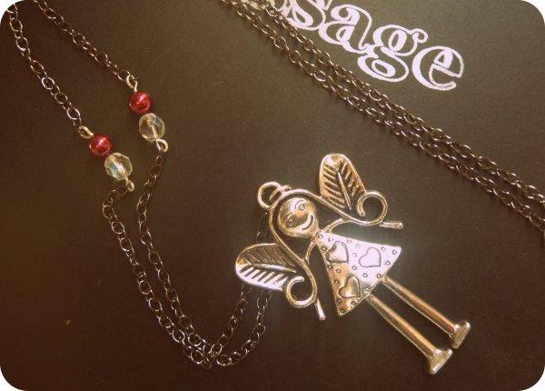 Sautoir Breloque, perles nacrées bordeaux et perles effet diamant <3