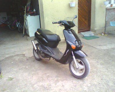 voici une foto de mon nouveau scooter paupierre fait ala pinture