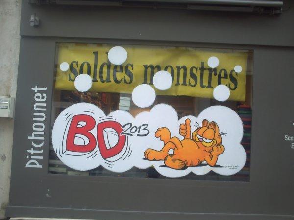 une vitrine décorée pour le festival de la BD